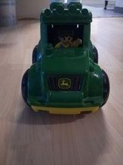 Spielzeugtraktor von John Deere mit