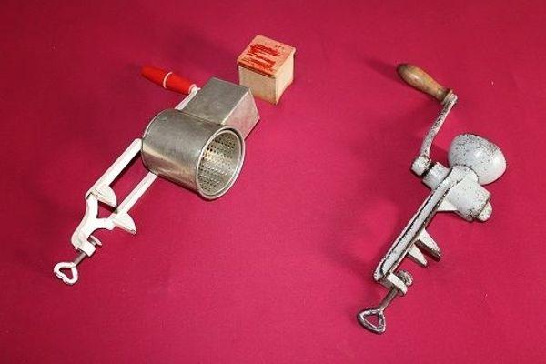 Antike Küchenreibe Nußreibe Mandelreibe Mohnmühle