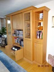 Wohnzimmerschrank in Erle teilmassiv