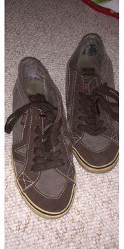 Schuhe alt Löcher Lange getragen