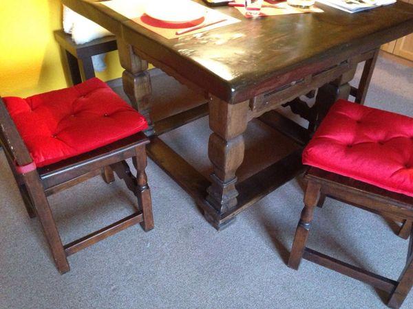Alter Tisch Massivholz Bank Stühle