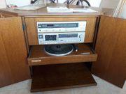Fernseheckschrank mit integrierter Stereoanlage Plattenspieler