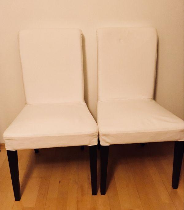 2 Ikea Henriksdal Stühle, super Zustand - München Maxvorstadt - Zwei sehr gut erhaltene Henriksdal Stühle von Ikea. Stuhlbeine dunkelbraun, Bezüge weiß.Die Bezüge sind abnehmbar und waschbar.Pro Stuhl 40 VHB. Bei Abnahme beider Stühle 70 VHB gesamt. (Neupreis waren 59 pro Stuhl)Tierfreier/N - München Maxvorstadt