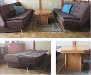 2 Kipp-Sofas und 1 Couchtisch