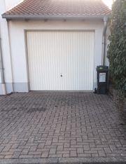 Vermiete Garage und Außenstellplatz als