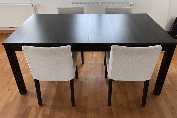 Esstisch 175x95 cm Esszimmerstuhl 4x Stühle Dunkelbraun - München Au-haidhausen - Esstisch ähnlich IKEA Bjursta.Sehr dunkles Braun (fast schon schwarz).Ausziehbarer Esstisch mit 2 Zusatzplatten; Platz für 4-6 Personen.Länge x Tiefe: 175x95 cm (unausgezogen)Höhe: 74cm4 Stühle. IKEA Henrik.Sitzhöhe 44cmLehn - München Au-haidhausen