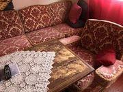 Couchgarnitur mit Wohnzimmertisch