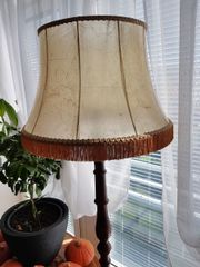 Stehlampe aus Holz