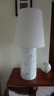 Große Lampe mit Schirm