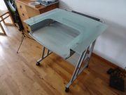 PC-Tisch aus Glas und Metall