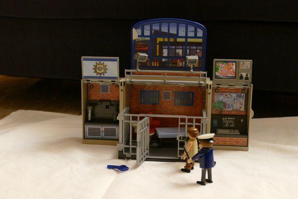 Playmobil Polizeistation Gefängnis 5421 Aufklappspielbox In