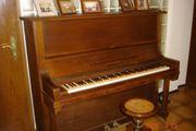 schönes, altes Klavier