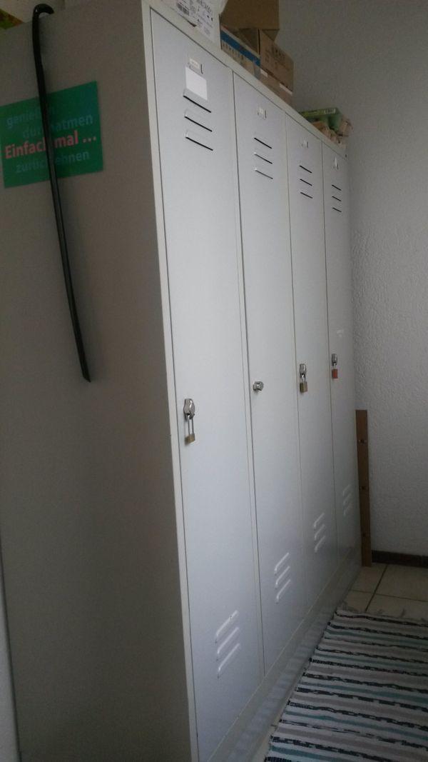 Spindschrank mit 4 Türen, grau, gebraucht in gutem Zustand!! in ...