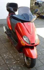 roter Yamaha Roller