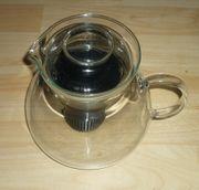 Teekanne aus Glas mit Filter