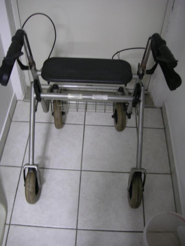 Rollator - Gehhilfe