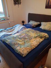 Schönes Boxspringbett mit Bettkästen zu