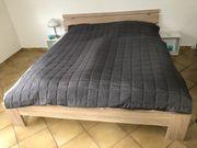 Doppelbett mit Lattenrost und Matratzen