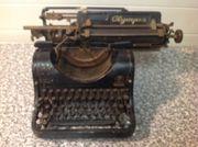 Antike Schreibmaschine Olympia