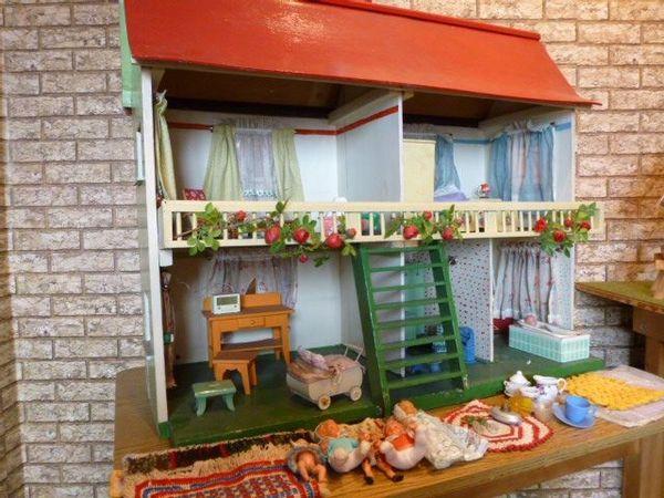 puppenhaus kinderzimmer gebraucht kaufen nur 4 st bis. Black Bedroom Furniture Sets. Home Design Ideas