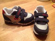 Sneaker für Buben Größe 24