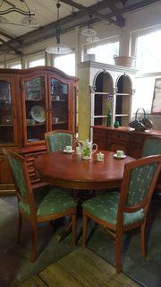 Vitrine Kommode Tisch Stühle Esszemmer