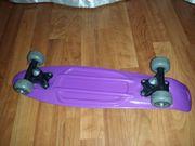 Skateboard Pennyboard in Lila-Grau Rollen