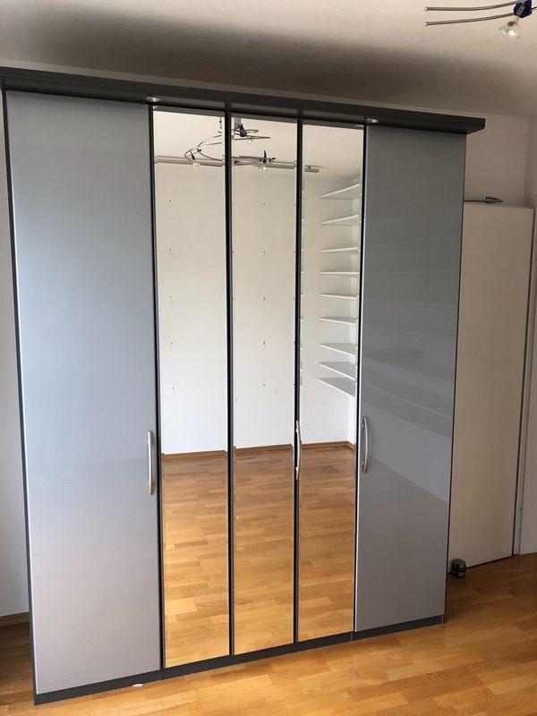 Wunderschöner Kleiderschrank grau Hochglanz 2 m breit in München ...