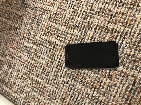 iPhone 6 schwarz 64 GB - Heidelberg Emmertsgrund - Hallo ich verkaufe hier das iPhone 6 in schwarz. Das iPhone ist benutzbar, allerdings das Problem ist das wenn man telefoniert das der andere am Telefon einen nicht gut versteht. Beim anruf muss der Lautsprecher eingeschaltet sei - Heidelberg Emmertsgrund