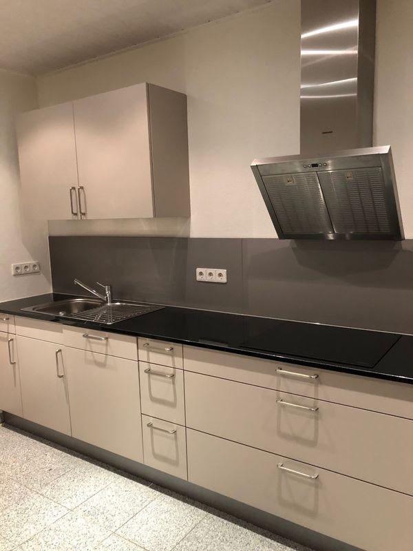 Plana Küche Granit Arbeitsplatte 2,5 Jahre alt und wie neu! in ...