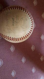 Einen original american Baseball von