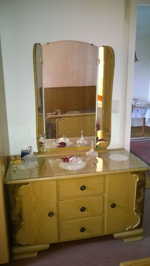 Schlafzimmer - Schrank - Kommode - Bett - Antik - Retro - Vintage ...