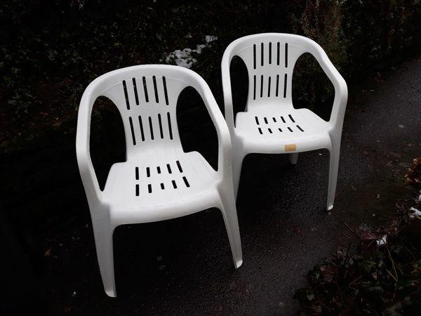 Gartenstühle 2 Stapelbar Weiß Kunststoff Gebraucht Aber Gut