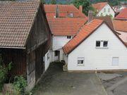 Haus mit Scheune und großem