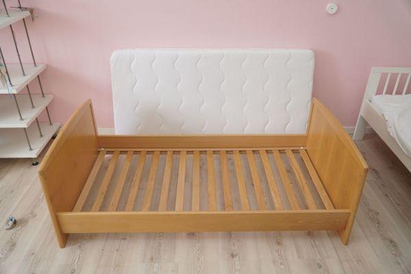 Gebraucht, Gitterbett 70x140, Massivholz, umwandelbar gebraucht kaufen  80689 München