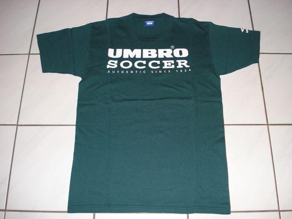 """Umbro T-Shirt """"UMBRO SOCCER"""" Made in USA, Größe: L, ungetragen - Rüsselsheim - Umbro T-Shirt, Größe: L , Made in USA, Farbe: grün,Umbro Schriftzug und Logo am linken Ärmelund folgender Aufdruck vorne:UMBROSOCCERAUTHENTIC SINCE 1924ohne Rückenaufdruck . Das Shirt ist ungetragen und 1 x gewaschen, sehr guter Zustan - Rüsselsheim"""