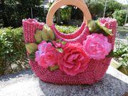 Tasche geflochten mit Blüten