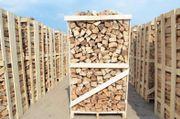 Trockenes Brennholz und