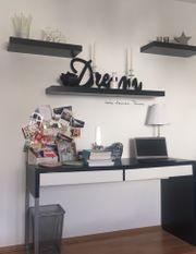 Schreibtisch mit Stuhl (