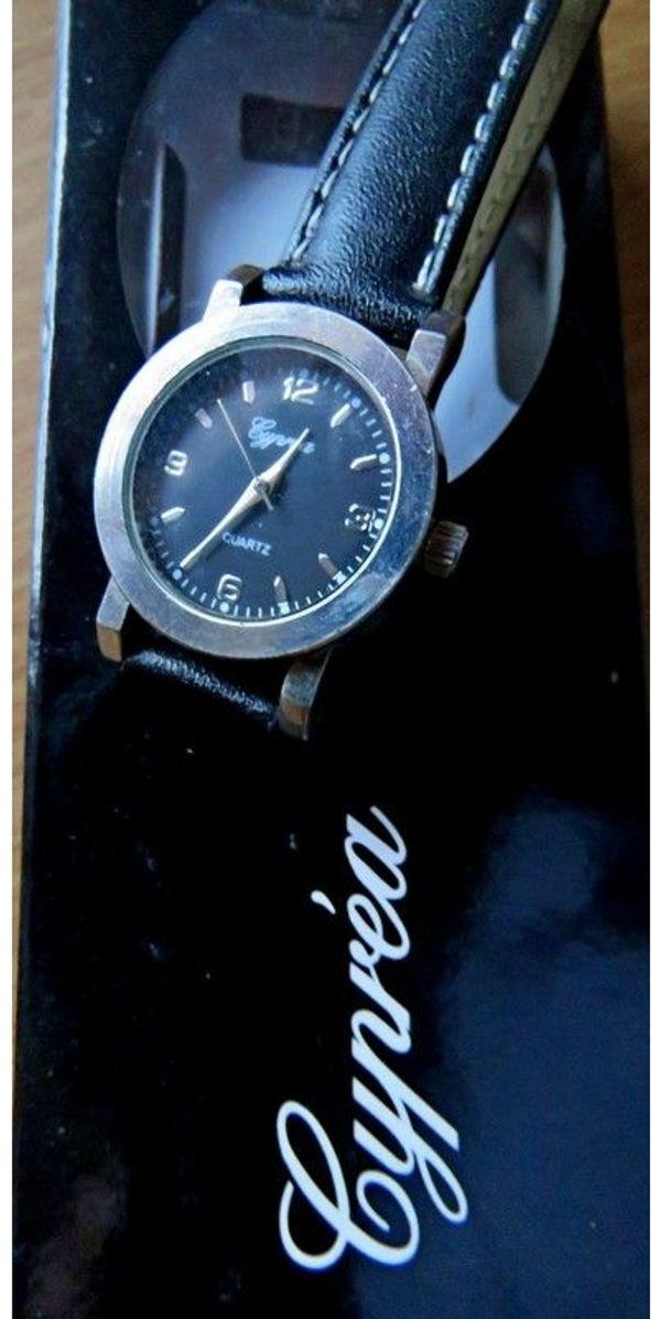 Ungetragen Edelstahl Damen Marken Armbanduhr Mit Lederarmband In