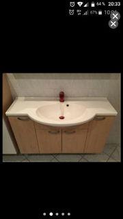 Waschbecken mit Armaturen