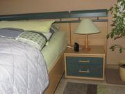 Schönes Doppelbett mit Nachttischen und
