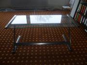 Schreibtisch mit Glasplatte auf Metallgestell