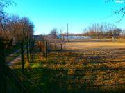 Bauernhof mit Gerätschaften in Ungarn