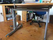 höhenverstellbarer Schreibtisch von
