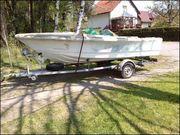Teilrestauriertes GFK Motorboot