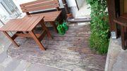 Gartenbank mit Gartentisch