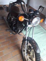 Kleinmotorrad 80 qcm steht schon