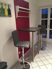 Bartisch und Barstühle