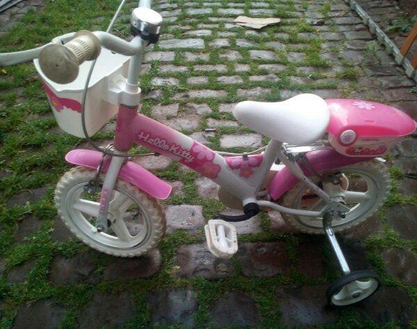 Hello Kitty Fahrrad - Neustadt Neustadt-stadt - Hello Kitty Fahrrad 12 Zoll mit normalen Gebrauch Spuren.voll Gummi reifen.siehe die Fotosnur ernst gemeinte anfragen Bitte - Neustadt Neustadt-stadt